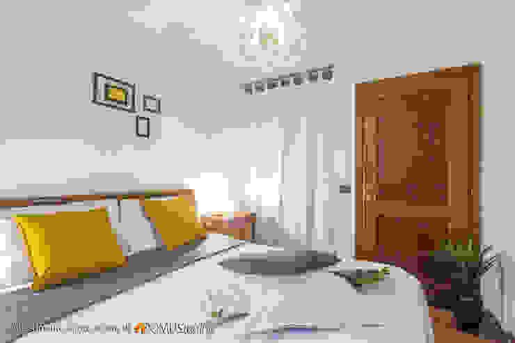 easy staging per un villino abitato da una <q>grande</q> famiglia Camera da letto in stile classico di 𝗗𝗢𝗠𝗨𝗦𝘁𝗮𝗴𝗶𝗻𝗴 𝑑𝑖 𝑀𝑎𝑟𝑧𝑖𝑎 𝑀𝑜𝑠𝑐𝑎𝑟𝑑𝑖 Classico