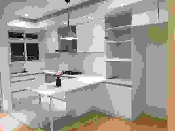 Кухня в стиле модерн от 捷士空間設計(省錢裝潢) Модерн