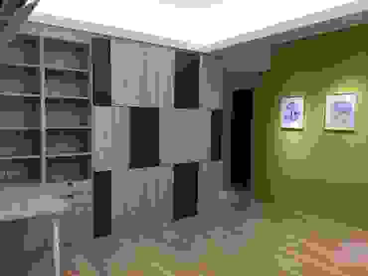 Рабочий кабинет в стиле модерн от 捷士空間設計(省錢裝潢) Модерн