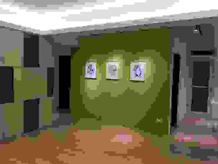 Стены и пол в стиле модерн от 捷士空間設計(省錢裝潢) Модерн