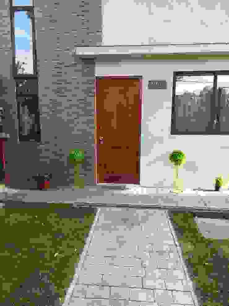 Acceso Casa MSGARQ Casas de estilo mediterráneo
