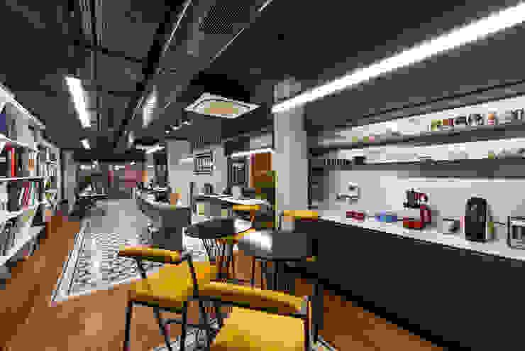 Ofis Kafe - 1 / Sia Moore Merkez Ofis Sia Moore Archıtecture Interıor Desıgn Endüstriyel Masif Ahşap Rengarenk