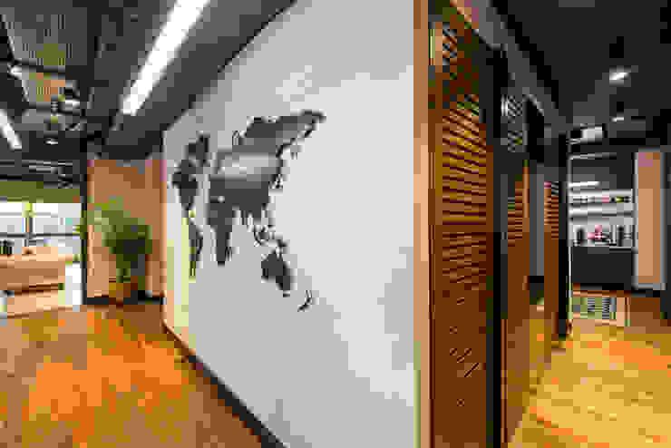 Koridor / Sia Moore Merkez Ofis Sia Moore Archıtecture Interıor Desıgn Endüstriyel Demir/Çelik