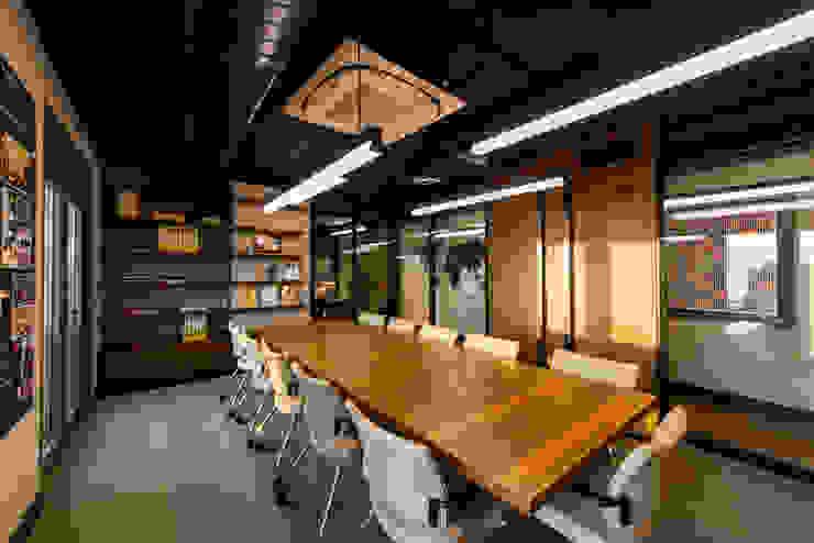Toplantı Odası - 2 / Sia Moore Merkez Ofis Sia Moore Archıtecture Interıor Desıgn Endüstriyel Masif Ahşap Rengarenk
