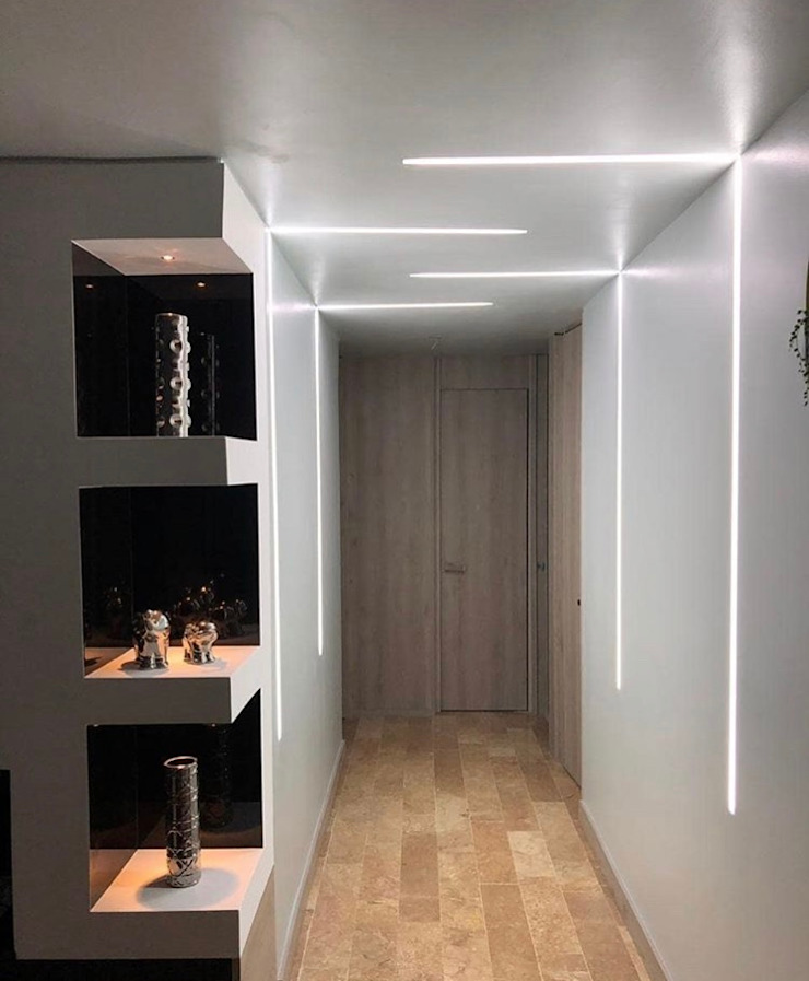Modern Corridor, Hallway and Staircase by Hogares Inteligentes Modern