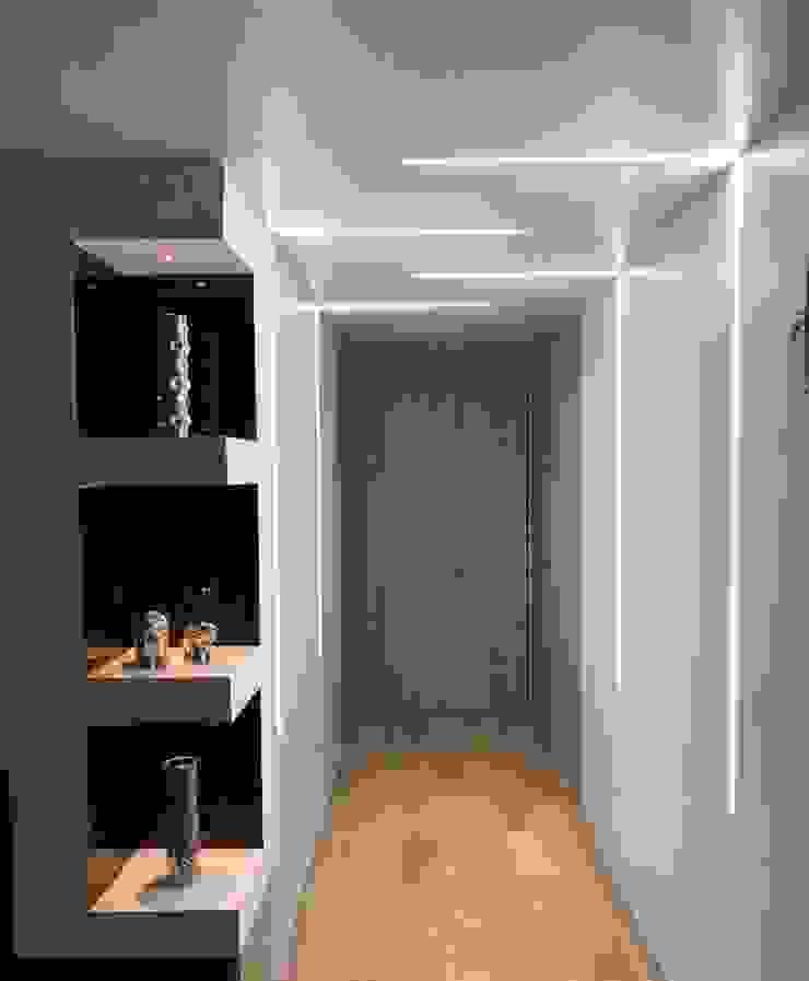 ห้องโถงทางเดินและบันไดสมัยใหม่ โดย Hogares Inteligentes โมเดิร์น