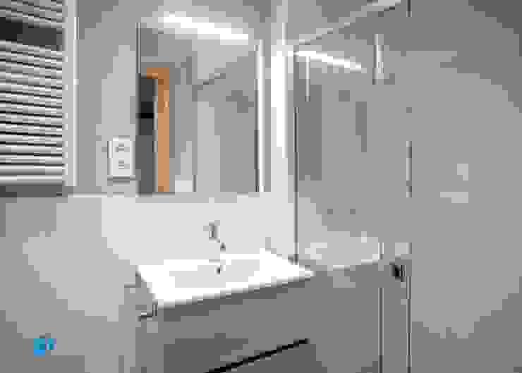 Diseño baño Baños de estilo mediterráneo de Grupo Inventia Mediterráneo Azulejos