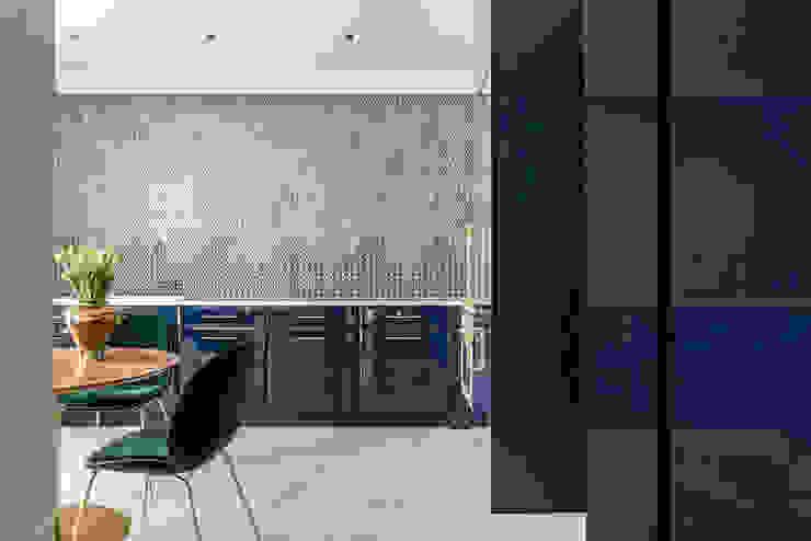現代廚房設計點子、靈感&圖片 根據 SAFRANOW 現代風