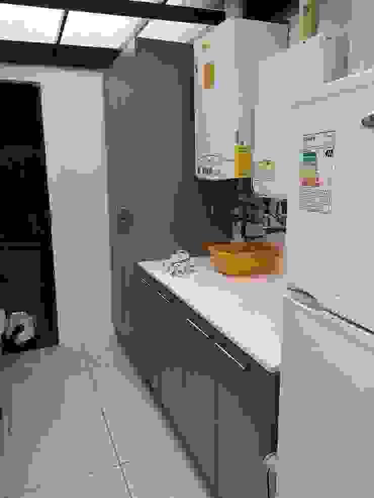 Remodelación logía Cocinas de estilo clásico de Sarmih Clásico Aglomerado