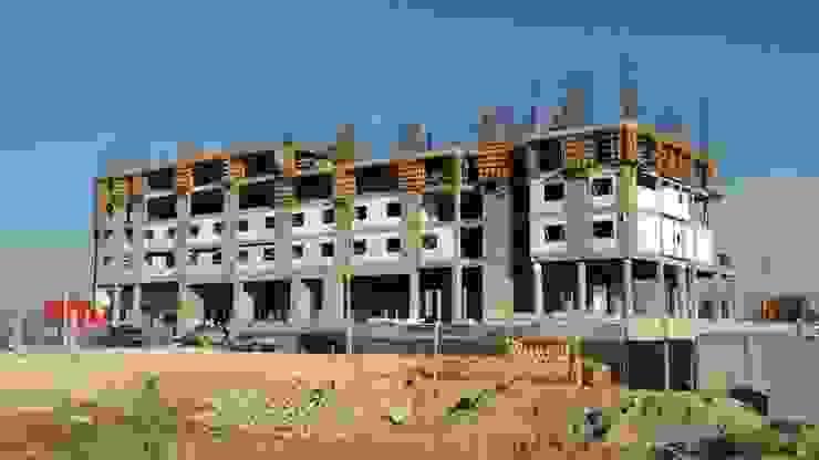 obra gris vertical Arquitecto-Villarino Casas modernas Concreto Gris