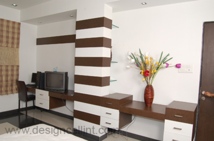 pillar treatment:  Bedroom by Design Cell Int,
