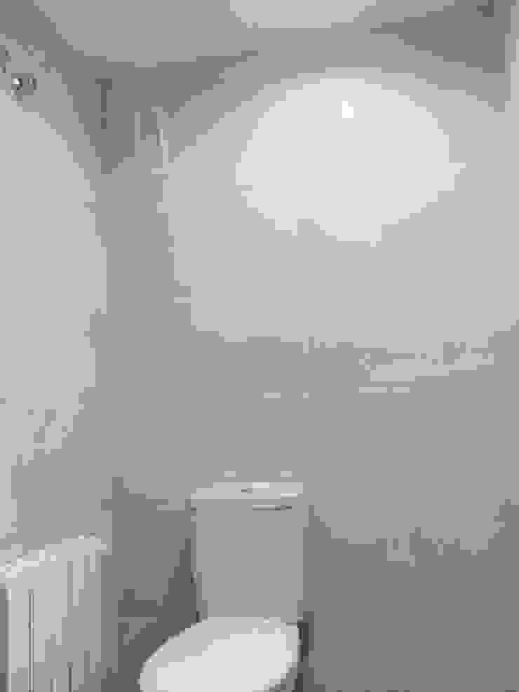 Modern bathroom by Obrisa Reformas y rehabilitaciones. Modern Tiles