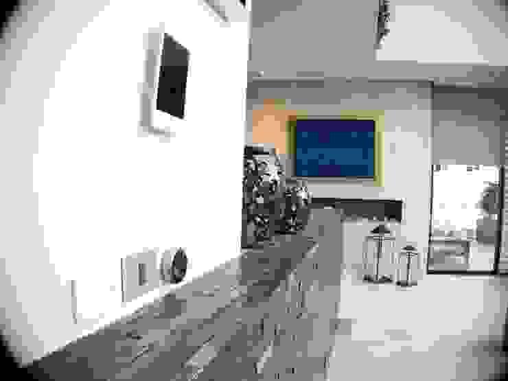 Salas de estar modernas por Tucasainteligente.net Moderno