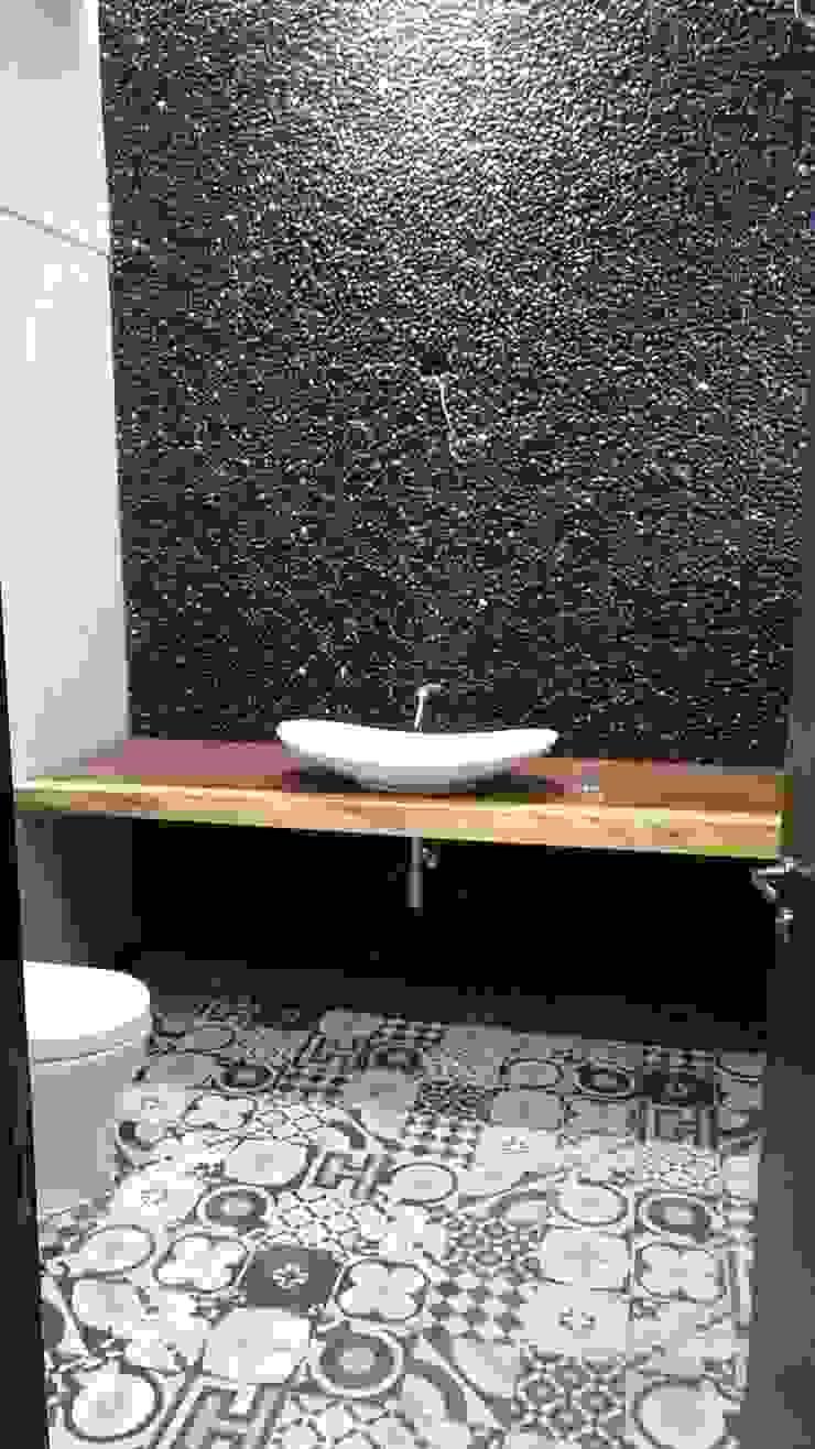 Casas de banho modernas por Tucasainteligente.net Moderno Pedra