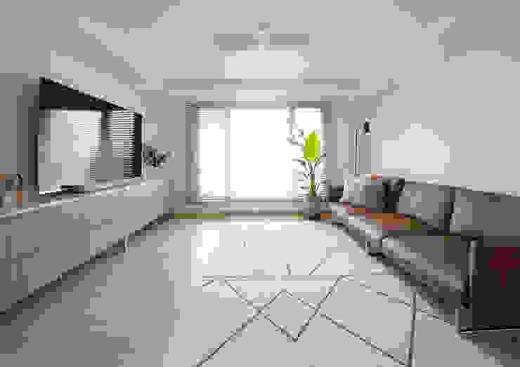 Living room 1 | 수원 영통 아이파크 캐슬 34py 새아파트 홈스타일링 모던 스타일 쇼핑 센터 by 홈리에종 모던