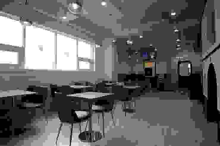 Bar & Klub Modern Oleh (주)좋은디자인구디 Modern
