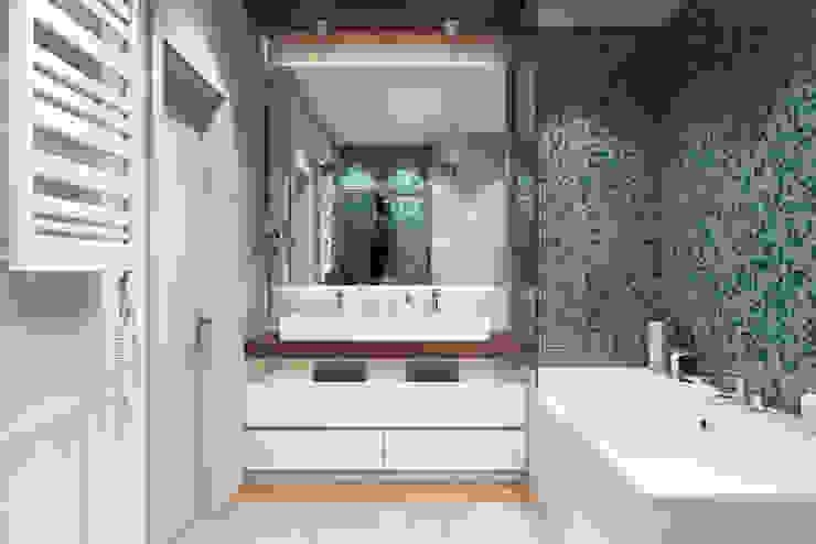 Квартира в ЖК «Комплекс апартаментов «Софийский»» Ванная комната в скандинавском стиле от 'INTSTYLE' Скандинавский
