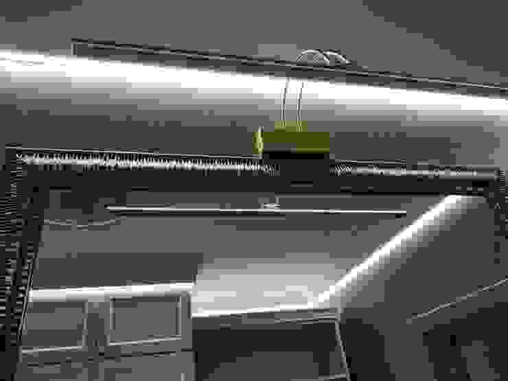 Pasillos, vestíbulos y escaleras de estilo clásico de ИП Жамойтины Светлана и Роланд Clásico Cobre/Bronce/Latón