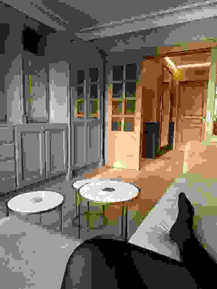 Salas de estilo clásico de ИП Жамойтины Светлана и Роланд Clásico Madera Acabado en madera