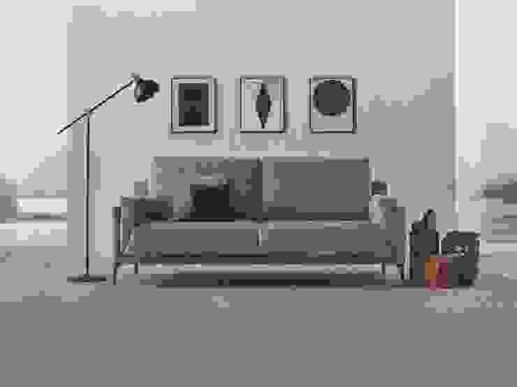 SOFÁ 3 LUGARES LINHA KOBE por 7eva design - Arquitectura e Interiores Moderno Têxtil Ambar/dourado