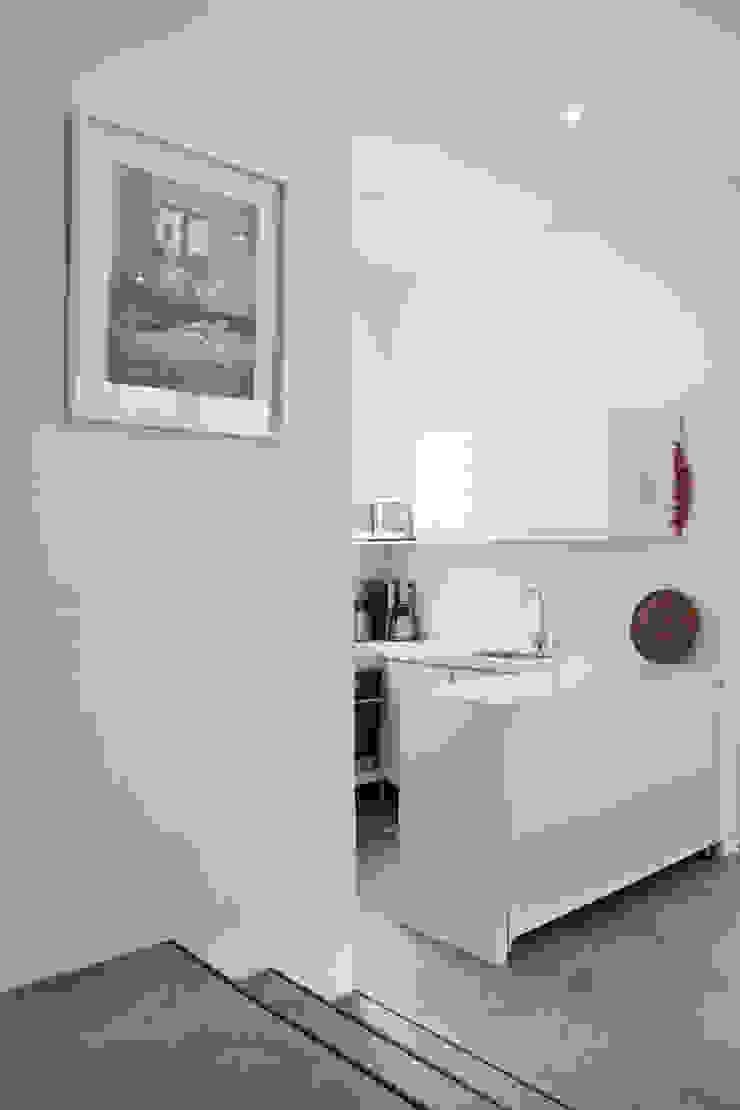 Cocina Blanca Cocinas de estilo minimalista de CHAVARRO ARQUITECTURA Minimalista