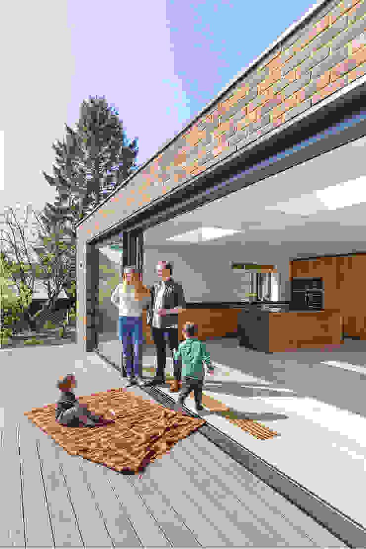S /HE006 - Ide Hill, Sevenoaks - Private Residential de Studio HE (S /HE) Moderno Ladrillos