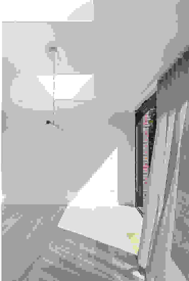 S /HE006 – Ide Hill, Sevenoaks – Private Residential Comedores de estilo moderno de Studio HE (S /HE) Moderno Madera Acabado en madera
