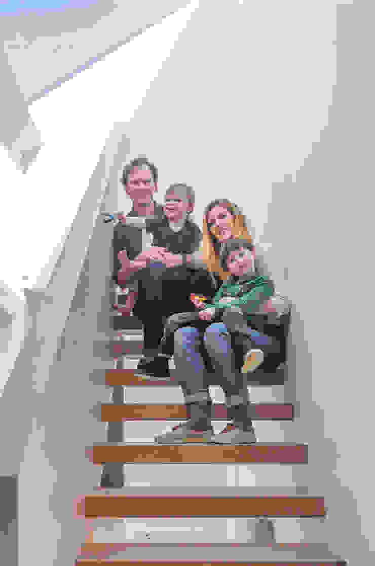 S /HE006 – Ide Hill, Sevenoaks – Private Residential Pasillos, vestíbulos y escaleras modernos de Studio HE (S /HE) Moderno Madera Acabado en madera