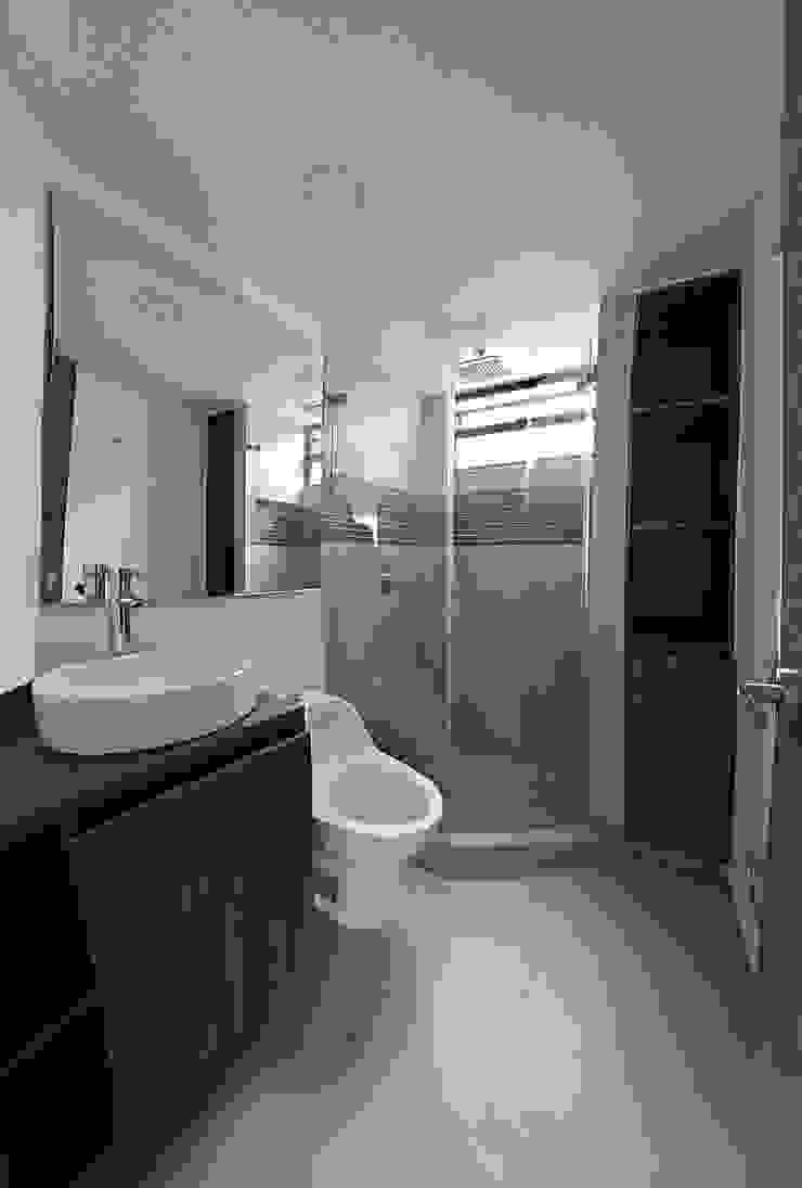 Baño Auxiliar Baños modernos de TikTAK ARQUITECTOS Moderno