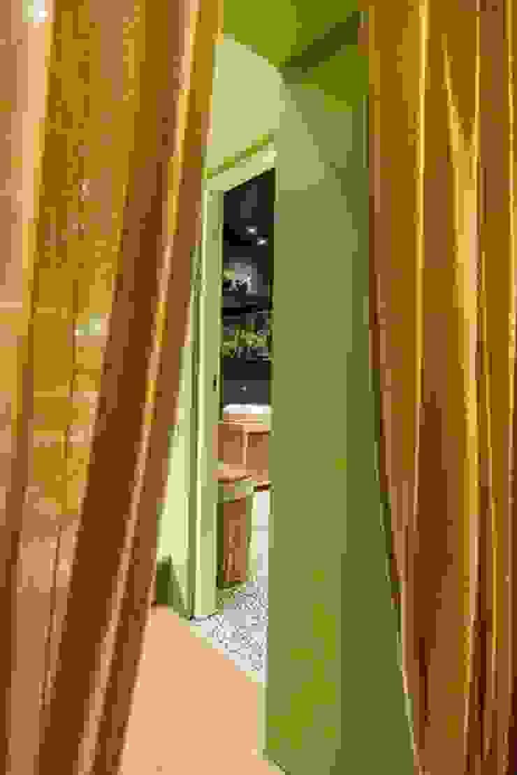 トロピカルスタイルの お風呂・バスルーム の Irina Yakushina トロピカル