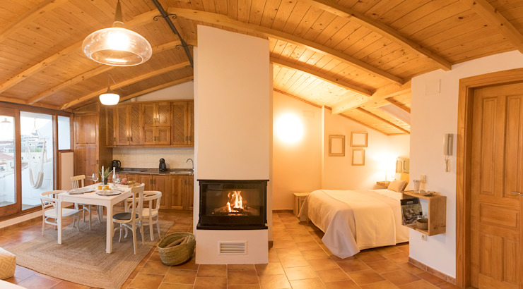 Dormitorio con encanto en la Buahardilla del Huécar. Cuenca de Arte y Vida Arquitectura Minimalista Madera Acabado en madera