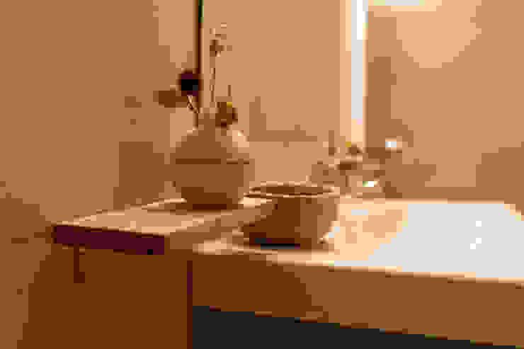 Minimalist house by Arte y Vida Arquitectura Minimalist Ceramic