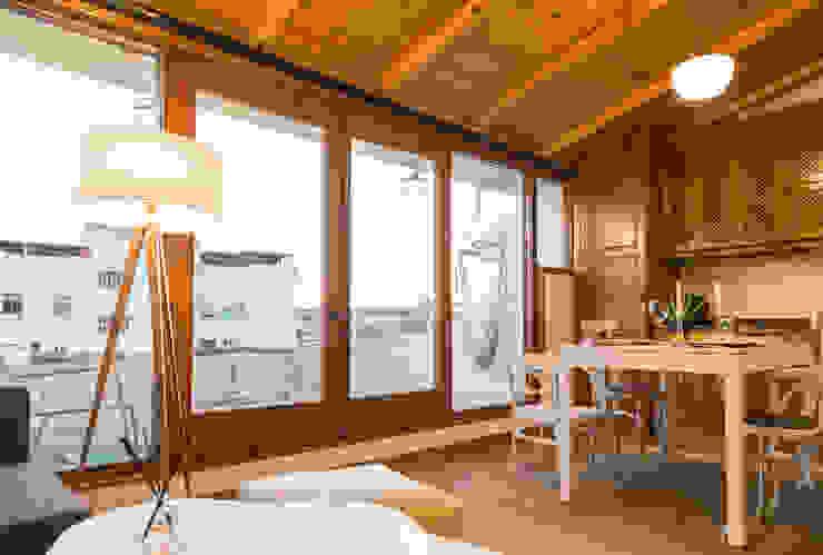 by Arte y Vida Arquitectura Minimalist Wood Wood effect