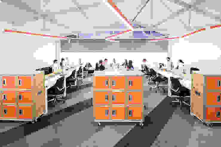 ARB espacio de trabajo Estudios y despachos de estilo moderno de entrearquitectosestudio Moderno Madera Acabado en madera