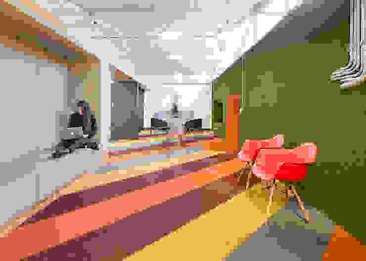 ARB espacios colaborativos Estudios y despachos de estilo moderno de entrearquitectosestudio Moderno