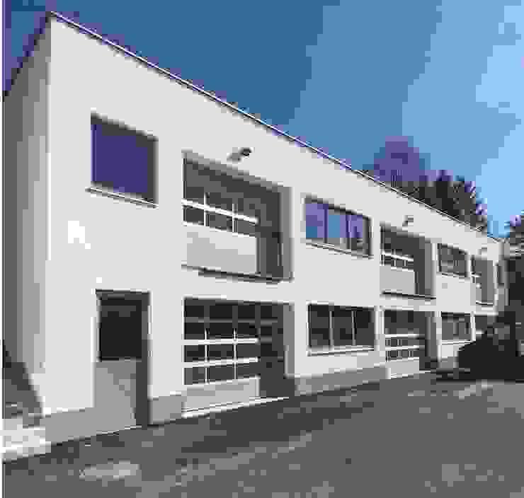 Westfassade Minimalistische Geschäftsräume & Stores von archipur Architekten aus Wien Minimalistisch Stahlbeton