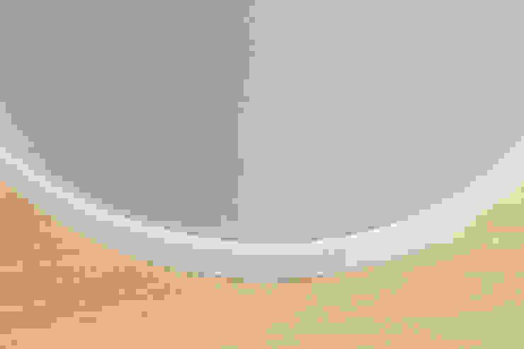 DMC | Round the Corner Apartment Pareti & Pavimenti in stile minimalista di PLUS ULTRA studio Minimalista Legno Effetto legno