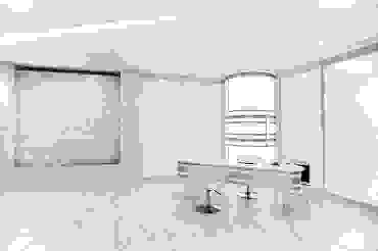 Clínica cirugía plástica Reborn Hospitales de estilo minimalista de Andrea Loya Minimalista