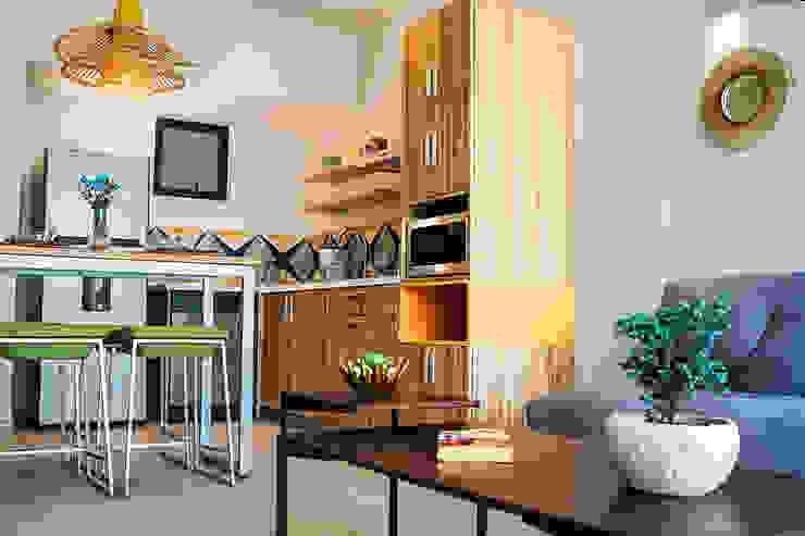Andrea Loya Tropical style kitchen