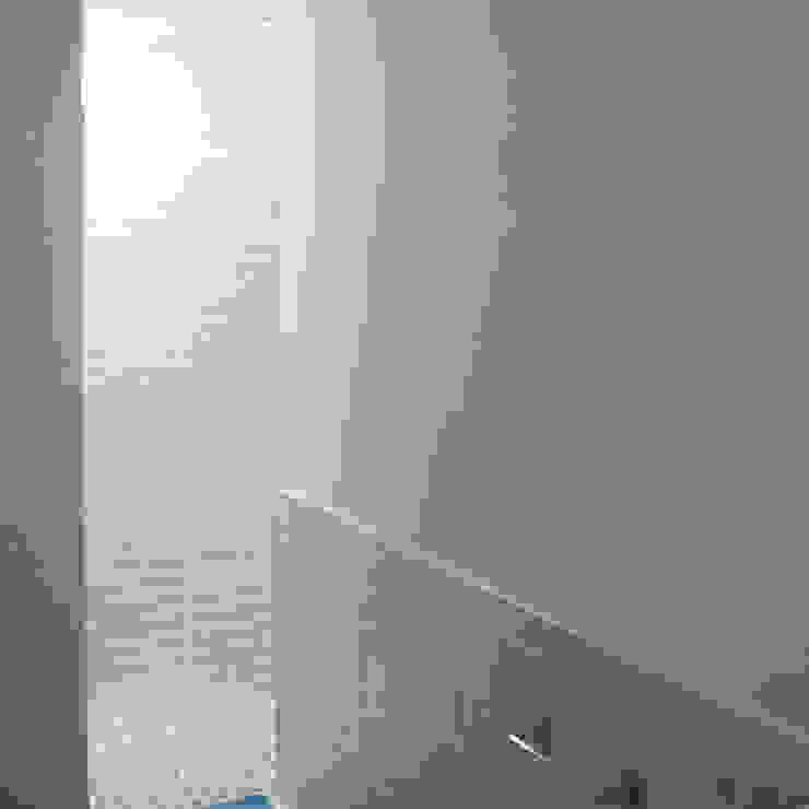 Iluminación natural en baños Divers Arquitectura, especialistas en Passivhaus en Sabadell Escaleras