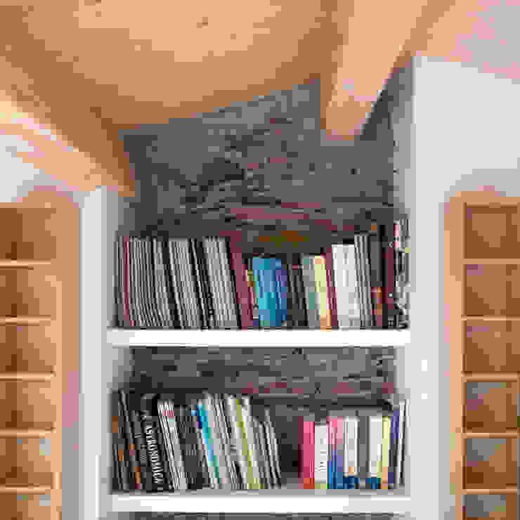 Mantener el carácter de la edificación existente Divers Arquitectura, especialistas en Passivhaus en Sabadell Paredes y suelos de estilo moderno