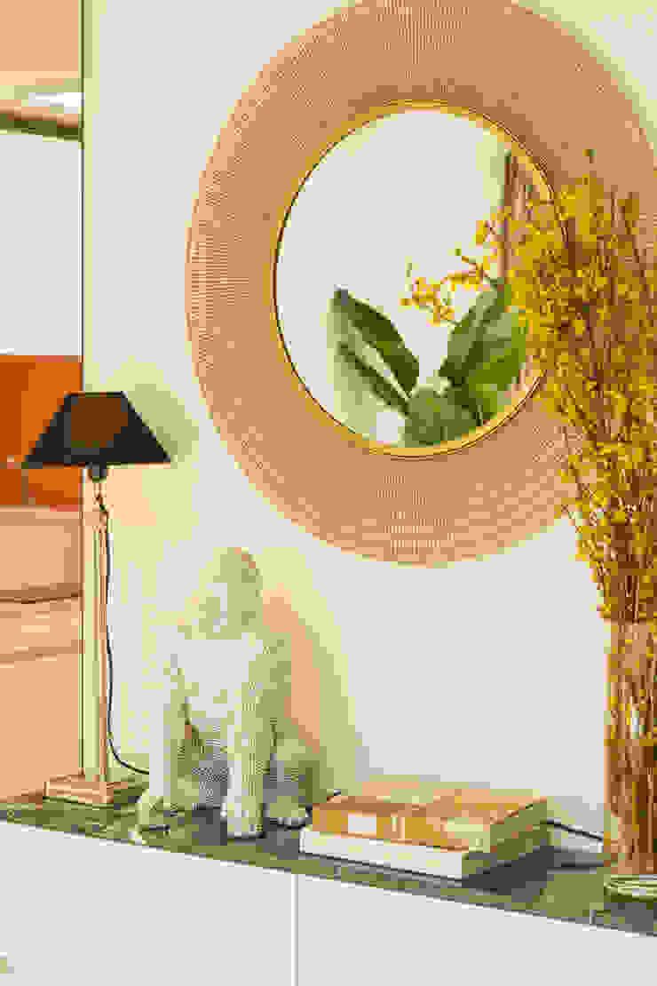 붙박이장을 활용한 한남동신혼집 거실 인테리어&스타일링 에클레틱 거실 by 아트리어 에클레틱 (Eclectic)