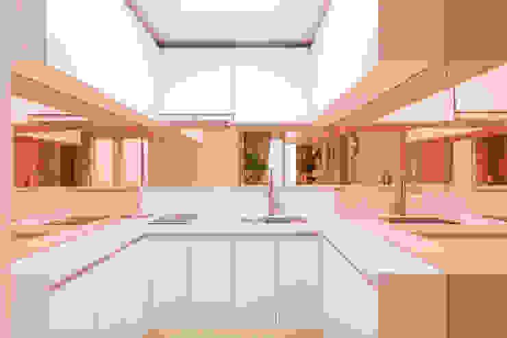 붙박이장을 활용한 한남동신혼집 거실 인테리어&스타일링 에클레틱 주방 by 아트리어 에클레틱 (Eclectic)