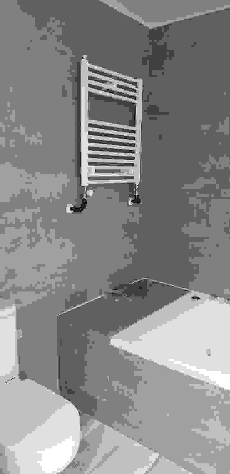 Bañadera Baños de estilo moderno de Constructora CYB Spa Moderno