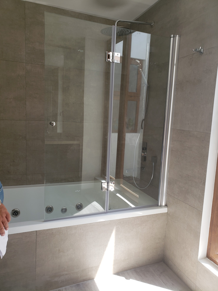 Tina hidromasaje Baños de estilo moderno de Constructora CYB Spa Moderno