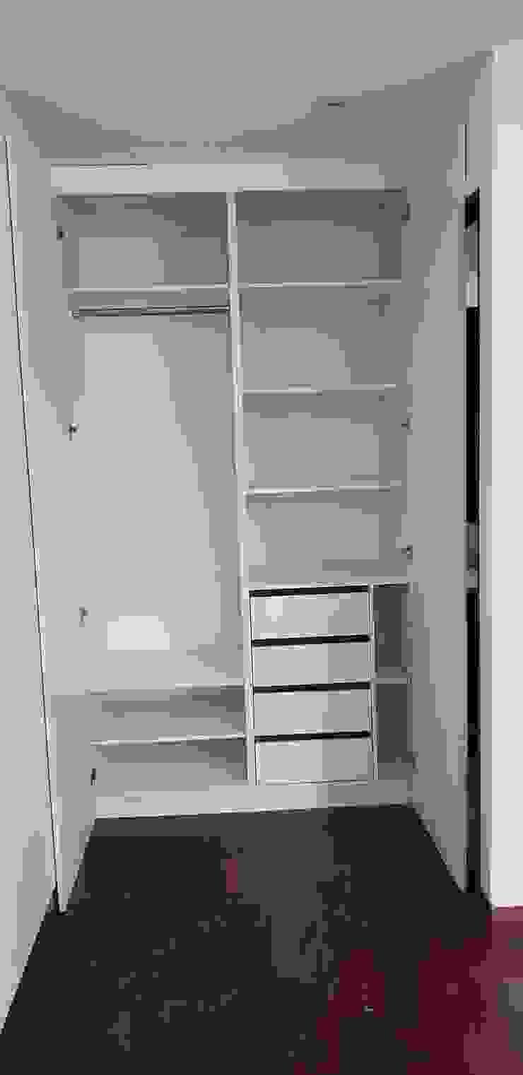 Closet Vestidores y placares de estilo moderno de Constructora CYB Spa Moderno