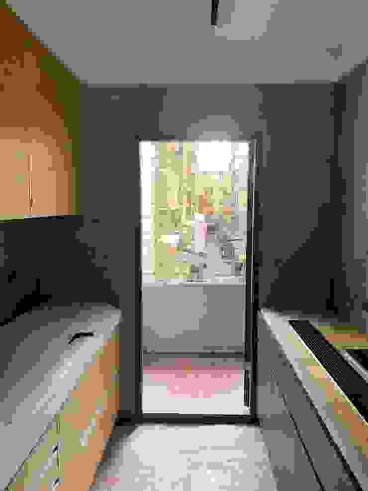 石膏磚搭建完的廚房放入系統廚具 根據 寶瓏室內裝修有限公司