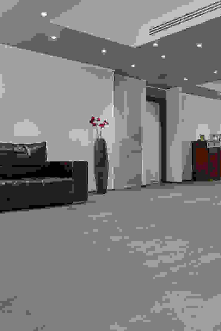 Parquet e Rivestimento in Quercia sabbiata finitura Tortora di Cadorin Group Srl - Italian craftsmanship Wood flooring and Coverings Moderno Legno Effetto legno