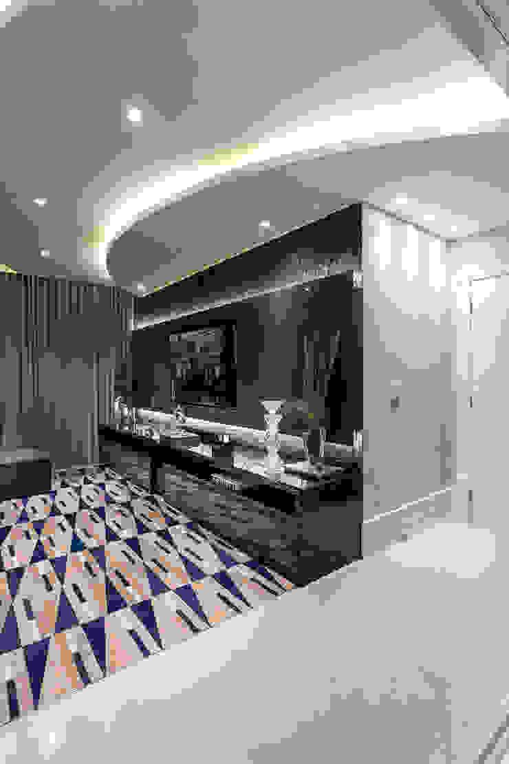 Phòng giải trí phong cách hiện đại bởi Designer de Interiores e Paisagista Iara Kílaris Hiện đại
