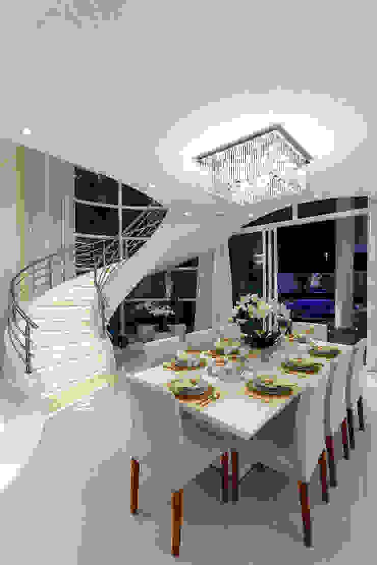 Phòng ăn phong cách hiện đại bởi Designer de Interiores e Paisagista Iara Kílaris Hiện đại